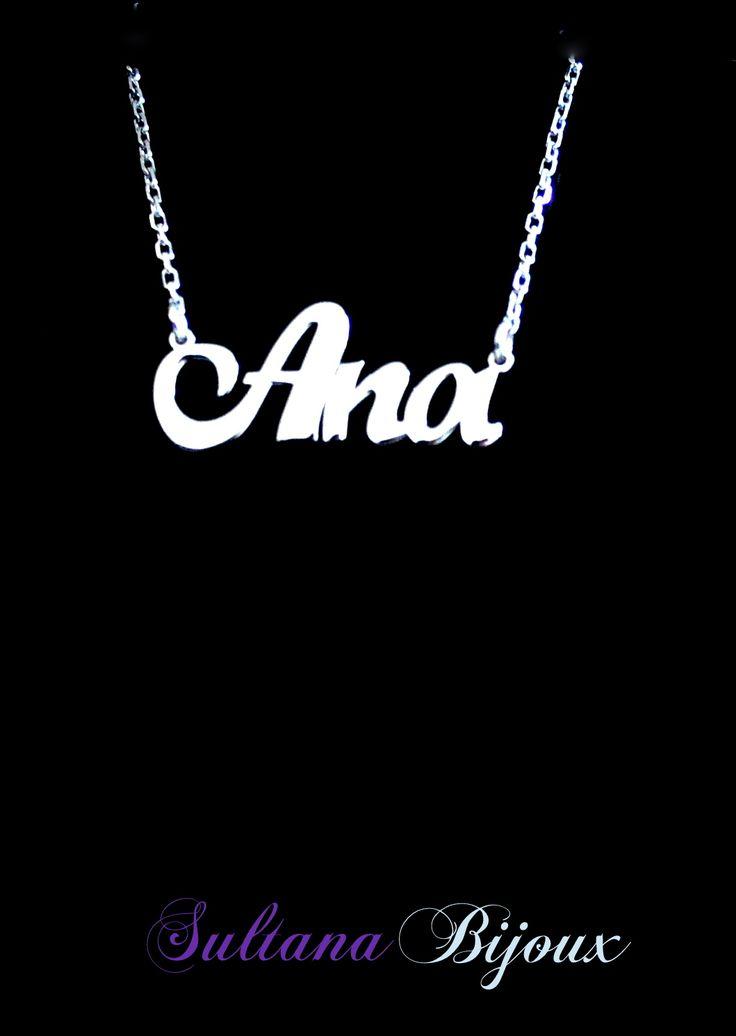 Colier din argint 925 personalizat cu numele Ana. Realizam la comanda cu numele ales de d-voastra. Lungime lant: 40 - 45 cm Lantisor reglabil Numele se scrie cu litere caligrafice (scris de mana) *La orice colier care depaseste 7 caractere se taxeaza 5 lei / litera.