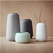 Ditte Fischer vase, H: 7,5 cm, lysegrå