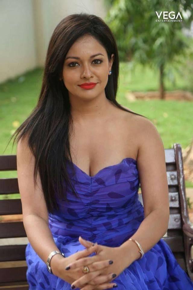 Vega Entertainment Wishes A Very Happy Birthday to Actress  #PoojaKumar  #Pooja #Kumar #Actress #Birthday #February04 #Vega #Entertainment #VegaEntertainment