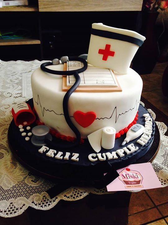 #torta para una #enfermera en el día de su #cumpleaños. Gracias Thany!!  #cake #fondant #nurse #masaelastica #pastillas #estetoscopio
