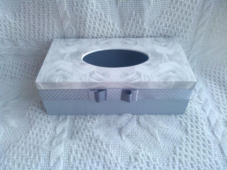 Pudełko na chusteczki zdobione metodą decoupage - szare róże. Więcej na mojej stronie na facebooku - DecoupageGallery