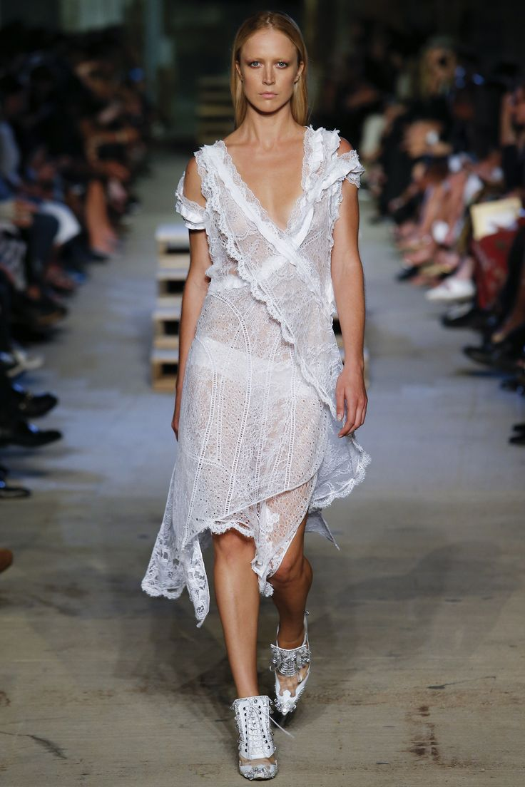 Givenchy Spring 2016 Ready-to-Wear Fashion Show - Raquel Zimmermann