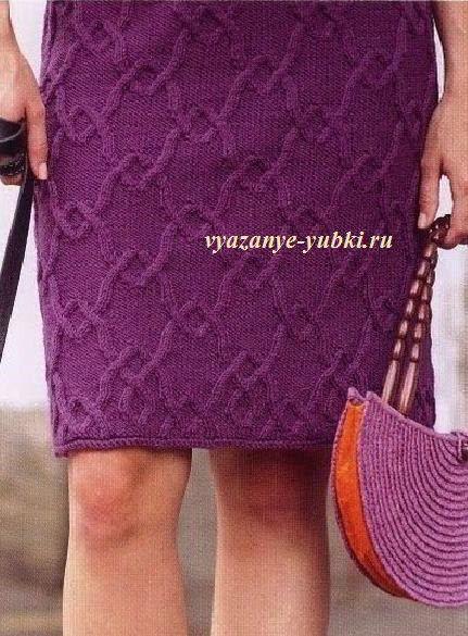 прямая вязаная юбка спицами с рельефным узором