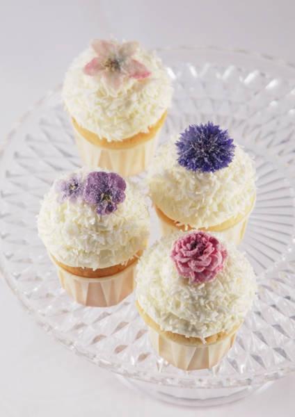 Vintage: Kokos-Cupcakes mit echten Blüten | Foto: Zuckermonarchie