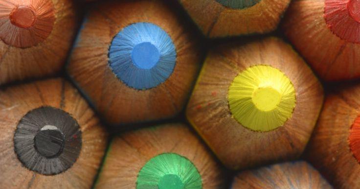 Como criar textura de pele com lápis colorido. Sombrear desenhos traz vida para a imagem, adicionando profundidade e textura para a obra de arte. Sombrear pele pode ser desafiador, especialmente ao tentar criar sombras e áreas de luz convincentes pelo rosto do sujeito. Fazer a textura e sombra na pele com um lápis colorido pode ser ainda mais desafiador que com escalas de cinza. Porém, ...