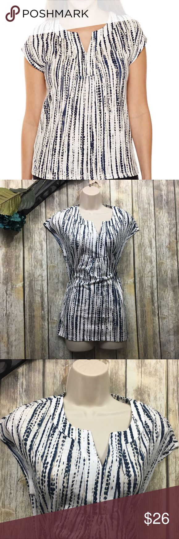 Liz Claiborne Linen Life Style Top Dark blue dune multi color short sleeve top. Size MT. New with tags. 26 inches long in the front and 28 inches in the back. 20 inch bust line without being stretched. Cotton polyester blend material. Liz Claiborne Tops Blouses