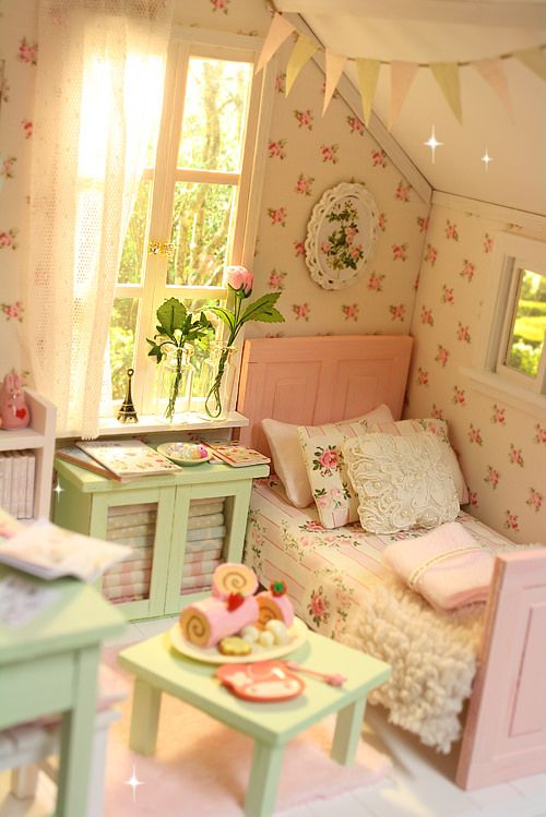 PASTEL COTTAGE Diorama | Flickr - Photo Sharing! Miniature shabby chic bedroom.