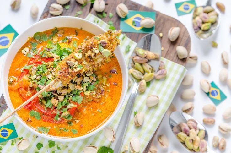 Brasilianische Moqueca mit Mango und Hühner-Pistazien-Spießen   http://eatsmarter.de/rezepte/brasilianische-moqueca-mit-mango-und-huehner-pistazien-spiessen