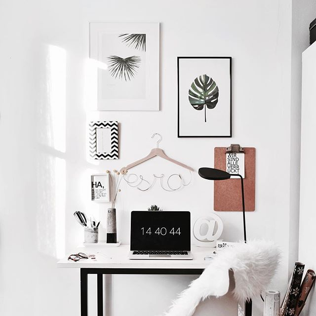 •••B L O G G E D••• Finally!! My #workspace is ready!! Do you like it? LINK IN BIO!  _____________________________________________  #interior  #scandi #living #blogger #muenchen #clean #cute #inspo #homeoffice #inspiration #roomdesign #decor #westwing #modernliving #job #working #home #macbook