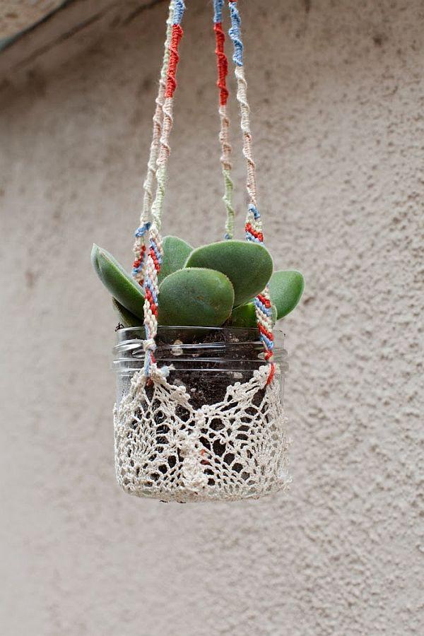 ne pas suspendre mais en vase avec cordon pour tenir naperon