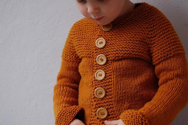 garter stitch cardi  Pattern  top down garter stitch yoke vest (short rows version) by naganasu #freeknittingpattern