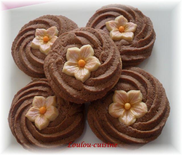 Rosace au chocolat et sa pétunia avec moule et découpoir Pétunia - Gourmandises Orientales