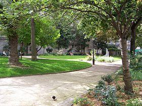 Le square Paul-Langevin est un square du 5e arr. Paris, situé à l'angle de la rue des Écoles et de la rue Monge.    Dessiné en 1868 au pied des bâtiments historiques de l'École polytechnique, il est alors nommé Square Monge. Il prend son nom actuel en l'honneur du physicien Paul Langevin.