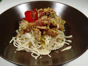 Spaghetti  carbonara oppskrift -- www.matoppskrift.no