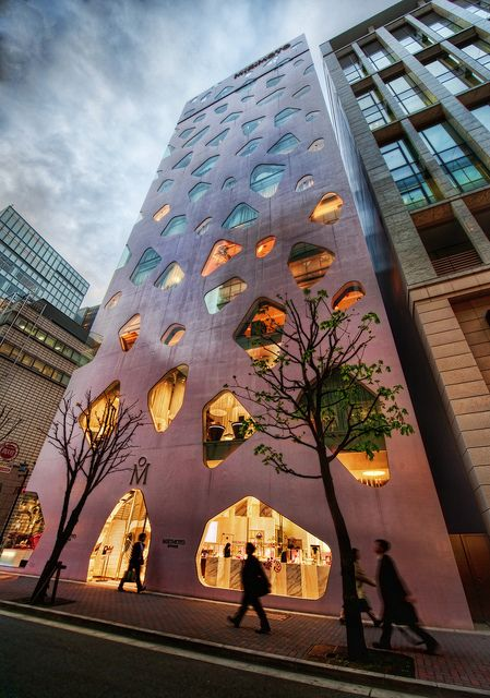 This pink building is the MIKIMOTO Ginza 2 at Tokyo Japan, designed by Toyo Ito.