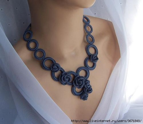 Tatting and crochet necklace - love the added roses