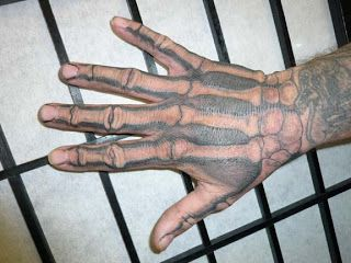Skeleton+Hand+Tattoo.jpg (320×240)