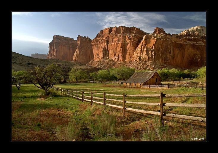 Kaum war das eine Unwetter abgezogen  [fc-foto:13231481]  kam von Westen her schon das nächste herangezogen.   Capitol Reef NP,  Utah, USA  Mai 2008   Wow, danke an [fc-user:453967] für den überraschenden Vorschlag