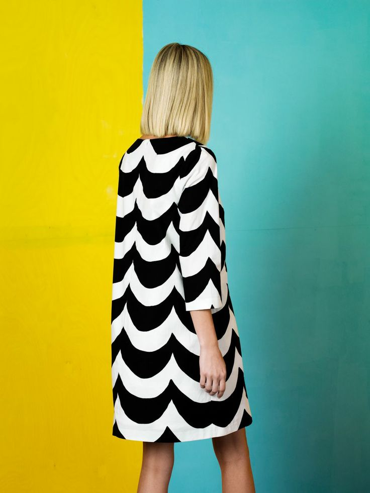 Syksyn muotia 133-134 - 26 |Marimekko Black and white scallop coat