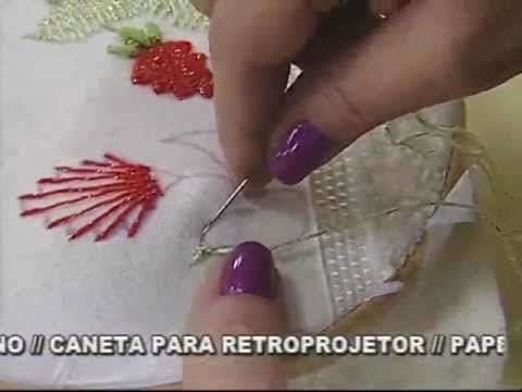 Tutorial in Portuguese showing how to make a woven flower.  ▶ ARTE BRASIL - VALQUÍRIA CAMPANELLI - TULIPAS EM KAMAL KADAI (09/08/2011) - YouTube