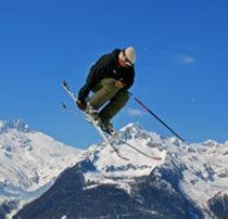 Die drei Skigebiete Klausberg, Speikboden und Rein in Taufers bilden zusammen die Skiarena Ahrntal. Ein einziger Skipass ermöglicht es dir über 80 Pistenkilometer (25 km blaue, 35 km rote und 20 km schwarze Pisten) zu befahren, 18 Aufstiegsanlagen auf einer Höhe von 950 bisSki 2510 Metern bringen dich auf den Berg. Durch flächendeckende Beschneiungsanlagen garantiert die Skiarena Ahrntal 100 % Schneesicherheit. Was wünschst du dir mehr? www.klausberg.it