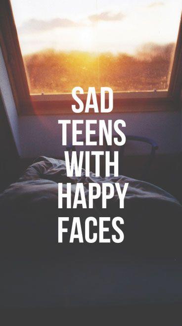 Adolescentes tristes com rostos alegres