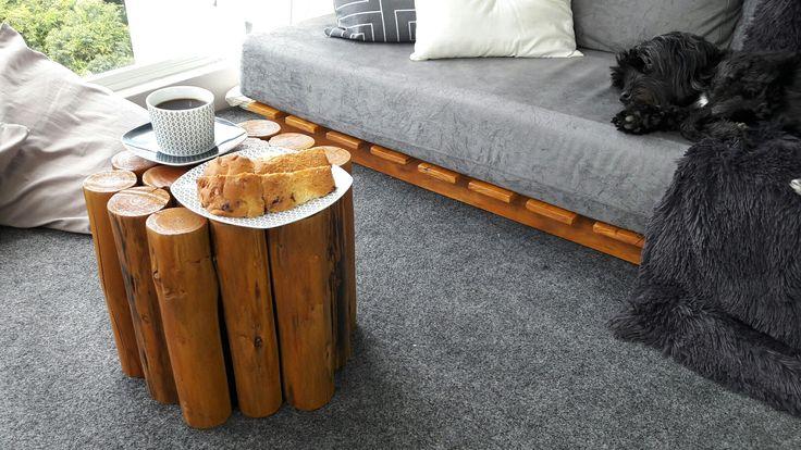 DIY mesinha de centro feita com troncos