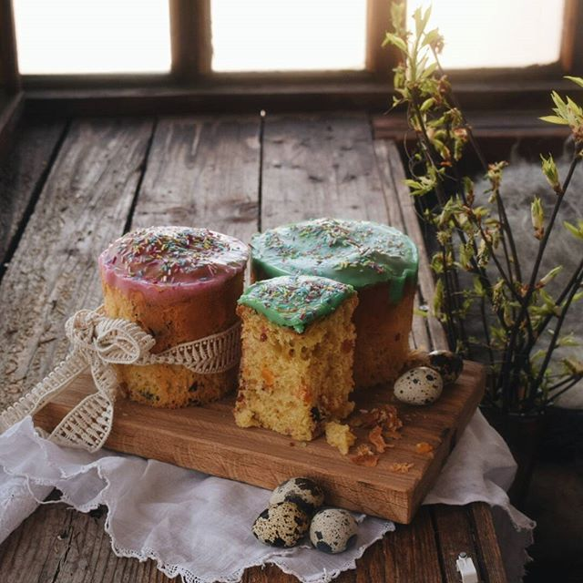 Why I love Easter so much:) What are your favorite Easter treats?🌿Вот почему я особенно люблю Пасху:) А какие ваши любимые пасхальные угощения? . #vsco #vscocam #april #spring #analog  #liveautentic  #sweet #livefolk #livethelittlethings #livegreen #nature #food #forest #wood #teatime #still_life #folk #stilllife #tv_stilllife #Still_Life_Gallery #morning #eggs #easter #cake