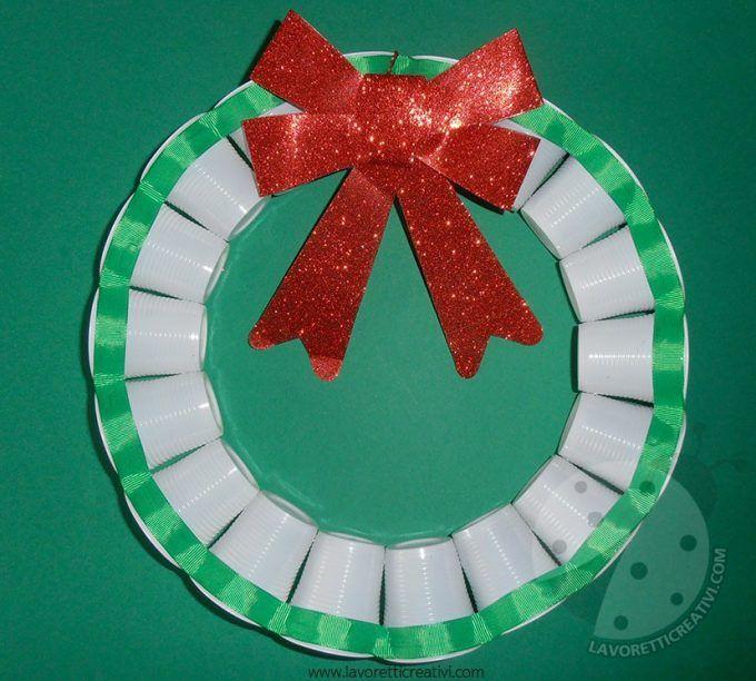 Lavoretti Di Natale Con La Plastica.Decorazioni Natalizi Con Bicchieri Di Plastica O Carta 20 Idee Tutorial Decorazioni Natalizie Natale Artigianato Bicchieri Di Plastica