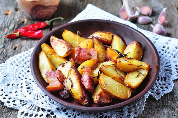 Baked potato with bacon, rosemary, olive oil and sea salt