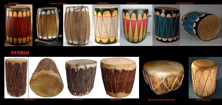 Le danze rituali erano e sono accompagnate principalmente da strumenti a percussione (tamburi, sonagli). I tamburi, piuttosto grandi, sono scavai in un tronco d'albero ed hanno 2 membrane. I Pueblo al pari di altre etnie della America non percuotono i loro tamburi direttamente con le mani, ma si servono di apposite bacchette.