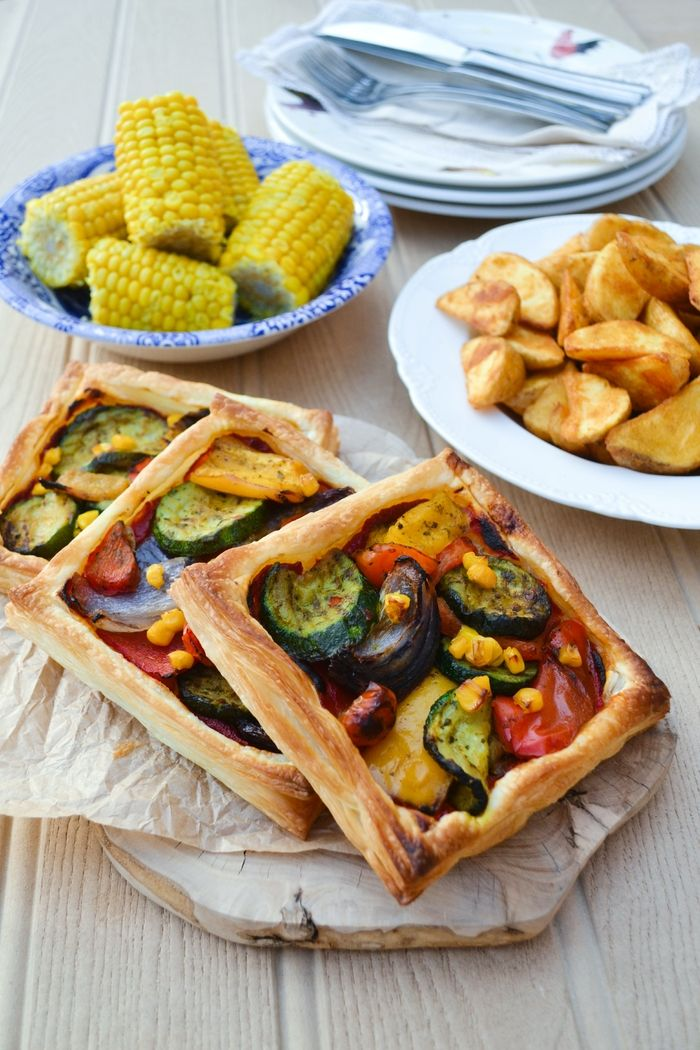 An Easy Mediterranean Tart from @tinnedtoms that will feed a family of four for less than £7. #poweroffrozen @IcelandFoods www.tinnedtomatoes.com