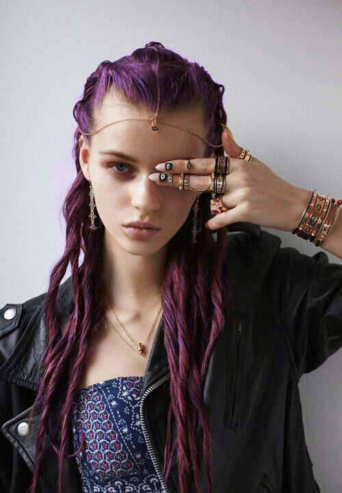 Adore this girl!! Vibrant purple hair.leather jacket.nail art.lots of jewerly♥