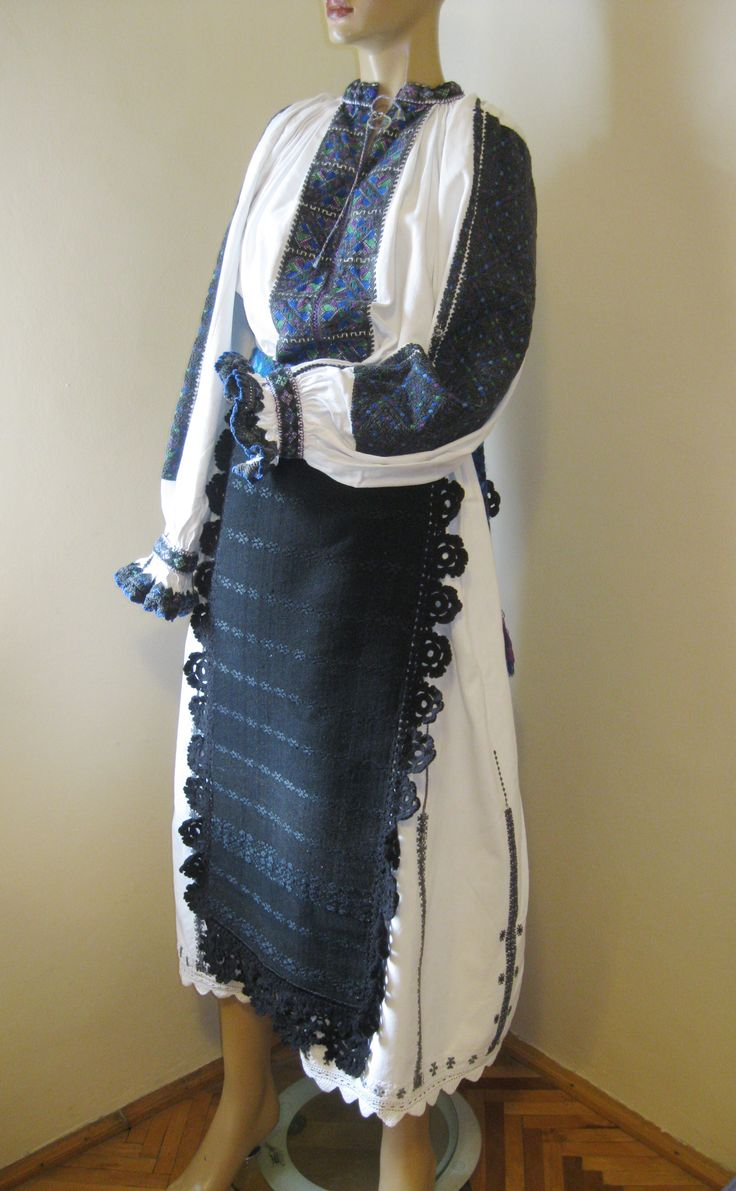 Complete antique costume from Transylvania / Tinutul Padurenilor  for sale at www.greatblouses.com