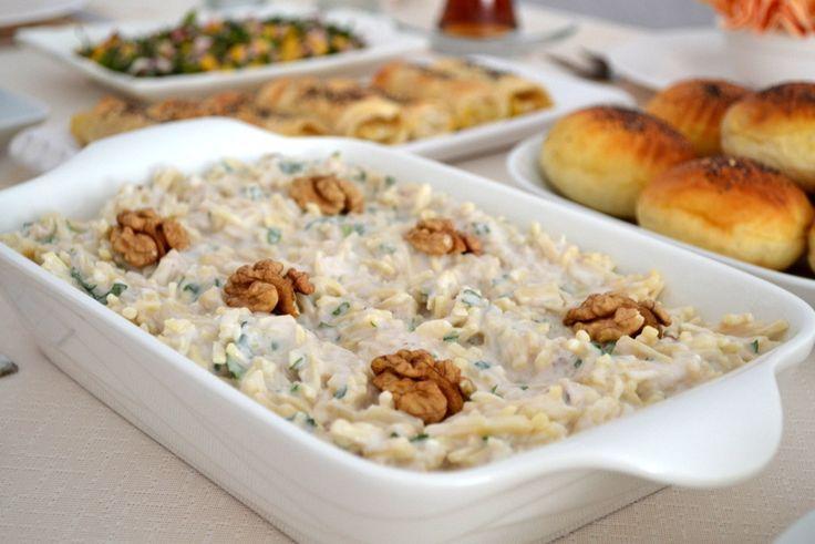 Erişte Salatası Tarifi;  http://oktayustam.com/tarifler/32261-eriste_salatasi_tarifi.html