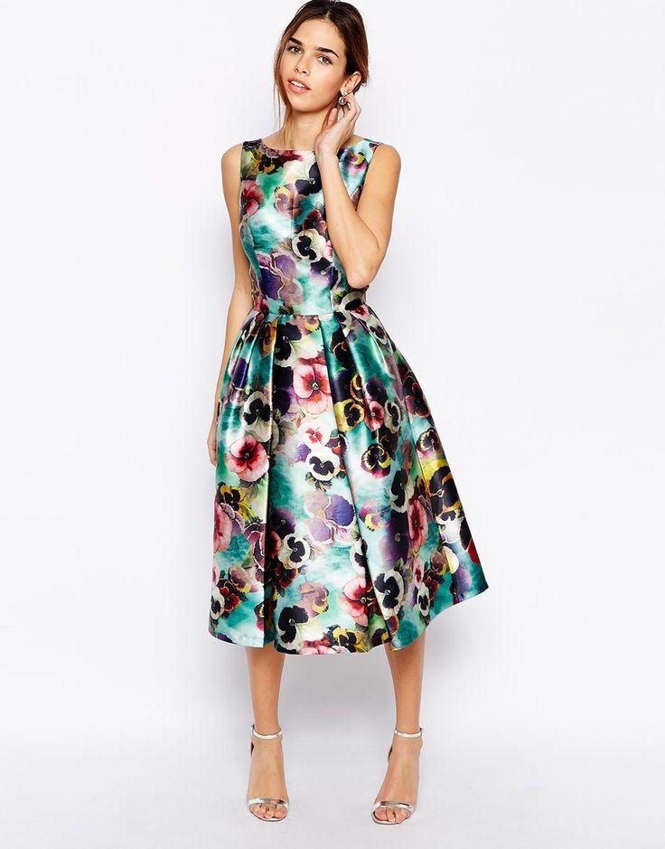 Immagine 1 di Chi Chi London - Prom dress floreale a pieghe con gonna a ruota