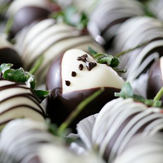 58 best Chocolate strawberries images on Pinterest | Desserts ...