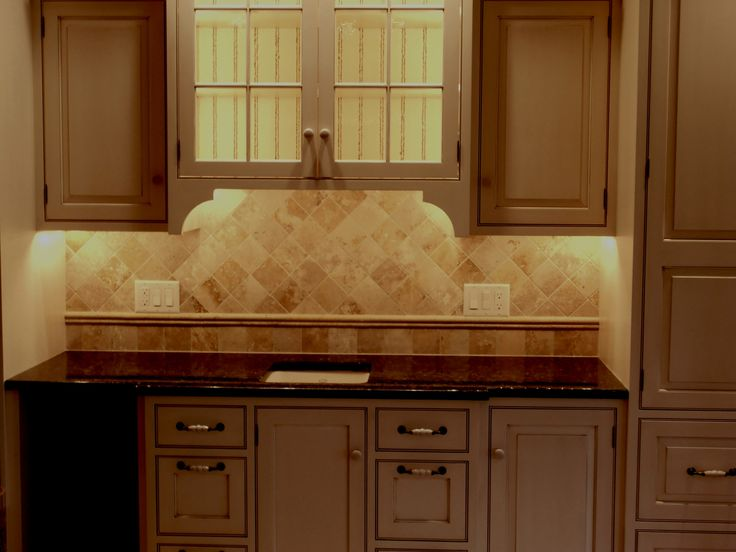 kitchen backsplash travertine tile best 25 travertine tile backsplash ideas on 19175