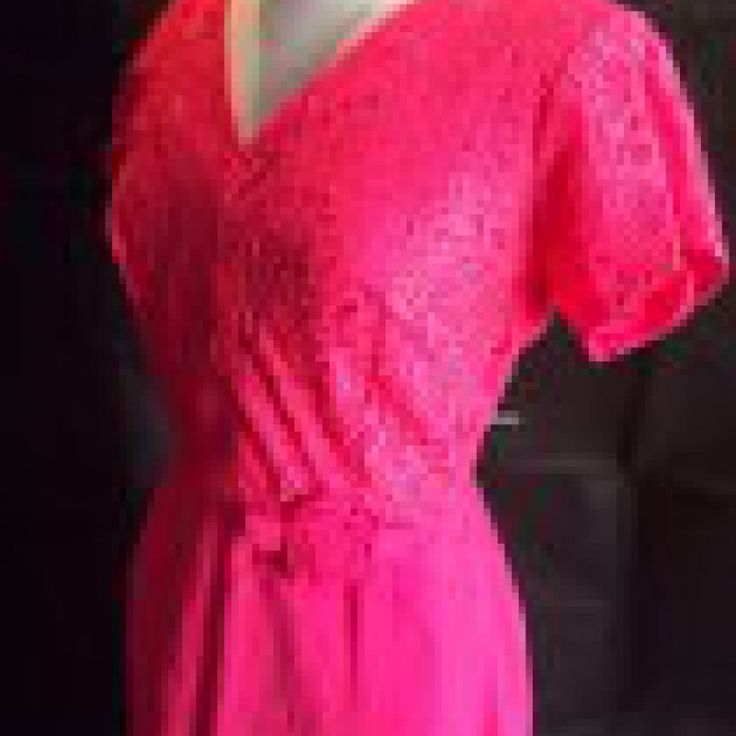 Hot Pink Wiggle Dress on Velvet Rose's Pin Up Dressing Room - The vintage shop tailored to you #Vintagewiggledress  #ChristmasPresent Free Postage within Australia
