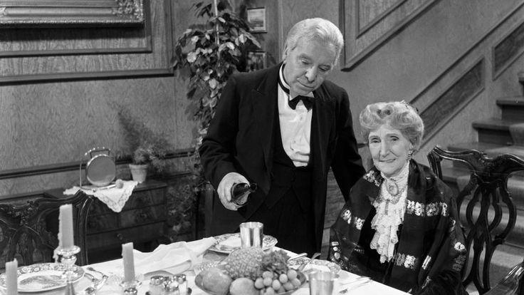 """Der Vorhang fällt für den wohl beliebtesten Silvester-Sketch der Deutschen: Wie ein Sprecher des NDR bekanntgab, wird """"Dinner for One"""" in diesem Jahr ..."""