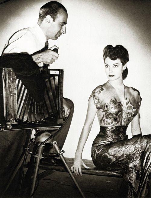 Laszlo Willinger takes a photo of Ava Gardner, 1943.