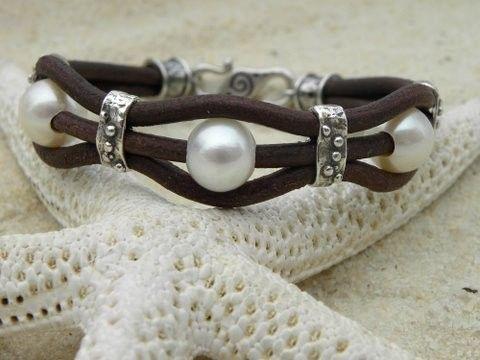 Perlas plata artesanal y Chocolate cuero pulsera por TANGRA2009