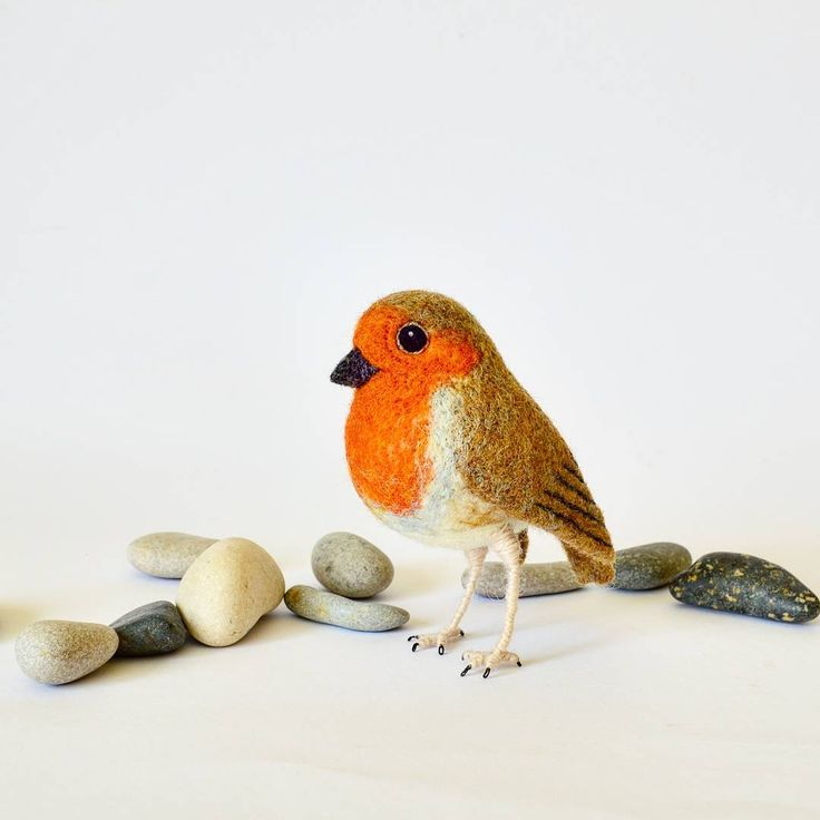 I'll be teaching needle felting workshops in the summer camp during the last week of July where one of the things I'll show how to needle felt will be this fat-bellied Robin bird.  I was thinking - would you be interested in a craft kit for making this cutie?