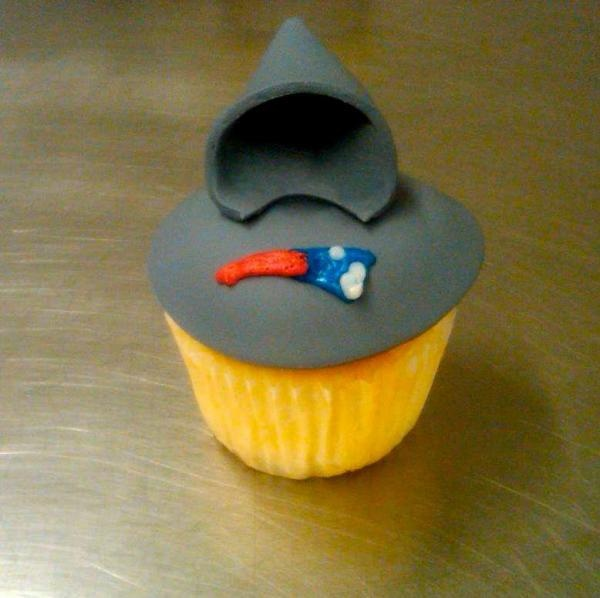 patriots sweatshirt cupcake! In honor of the New England Patrots and Bill!