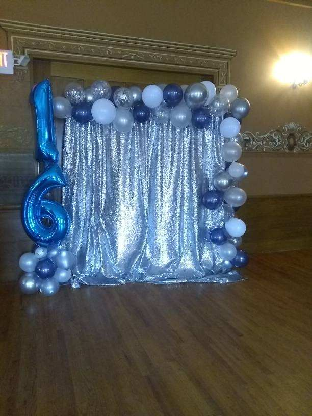 Sweet 16 photo booth balloon arch