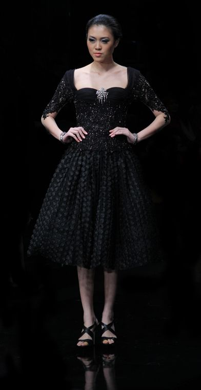 modern kebaya with skirt, all black..and i love it!