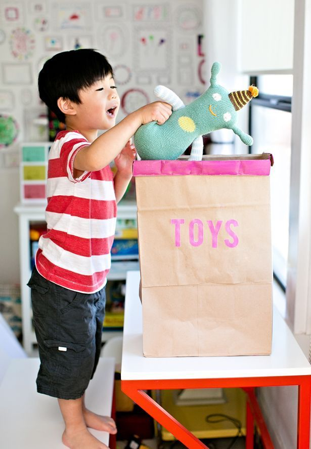 DIY Recycled Toy Storage Bin. Turn grocery bags into a cute and functional toy bin! Great Earth Day project. Free printable included.