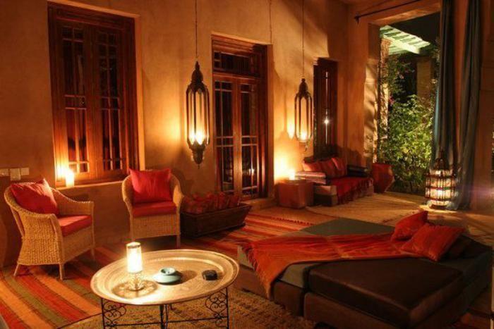 plateau-marocain-salon-marocain-grandes-lanternes-suspendues