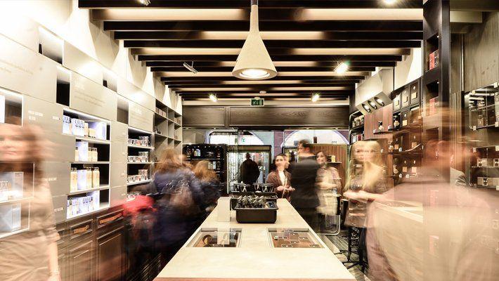 Mağaza içi ambiyans nasıl olmalı diye soracak olduğumuzda bulunduğunuz ortamdaki birçok nedenlere bağlı kalarak soruyu bir çok yönüyle cevaplayabiliriz. #Mağaza #Dekorasyon