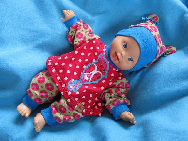 Zum Geburtstag unserer Nachbarszwillinge darf ich ihre kleinsten Puppenkinder neu einkleiden :O)         Die Puppen sind knapp 32 cm groß ...